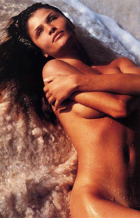 Helena Christensen üstsüz yakalandı - 68